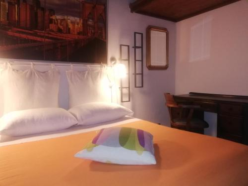 A bed or beds in a room at Trastevere Santa Cecilia Guest House