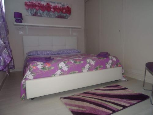 A bed or beds in a room at Elegante Location Gallipoli