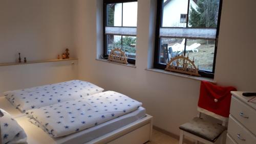 Ein Bett oder Betten in einem Zimmer der Unterkunft Ferienwohnung Aronia Garten