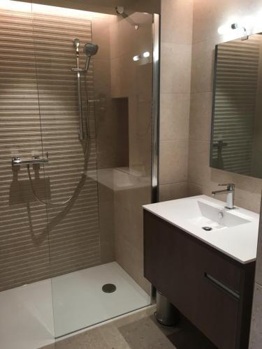 Salle de bains dans l'établissement Résidence Châteauneuf