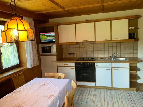 Küche/Küchenzeile in der Unterkunft Zimmer & Appartement Haus Bärbl