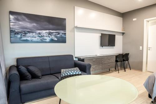A television and/or entertainment center at Black Beach Suites
