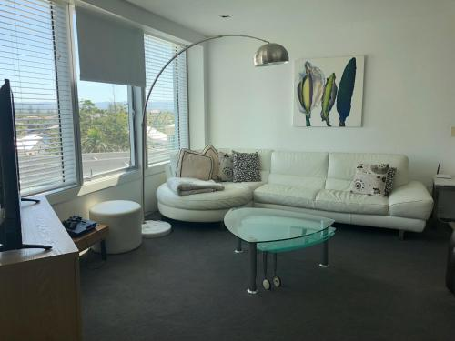 A seating area at Luxury Large One Bedroom Surfers Paradise