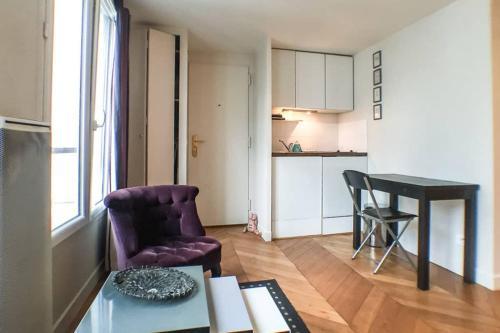 Ein Sitzbereich in der Unterkunft Saint Germain- Cherche Midi grand studio de charme