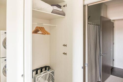 A bathroom at Simple and Roomy 1BR Apt with Parking