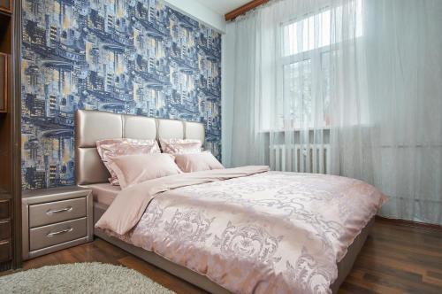 Кровать или кровати в номере FlatComfort Nezavisimosti 35