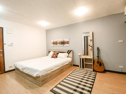 A bed or beds in a room at Nimman feeling good