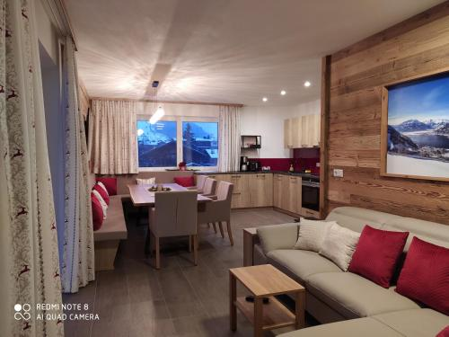 A seating area at Alp-IN Lodges Kaprun