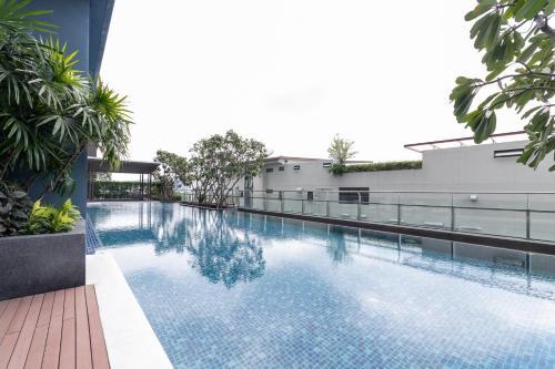 สระว่ายน้ำที่อยู่ใกล้ ๆ หรือใน Baan Kiang Fah Hua Hin