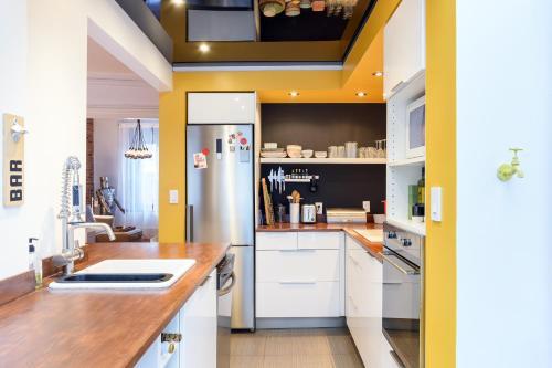 A kitchen or kitchenette at Maison Historique Quartier Latin