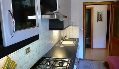 Kuchnia lub aneks kuchenny w obiekcie Residence Lastei
