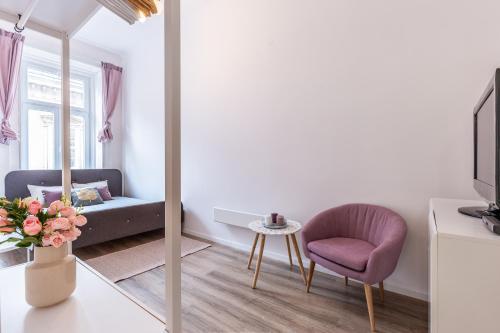 Ein Sitzbereich in der Unterkunft Reda Cozy Apartment Near Danube