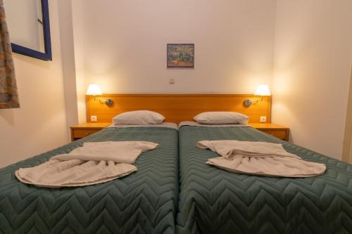 A bed or beds in a room at Govino Bay