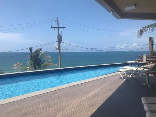 The swimming pool at or close to Apartamento vista mar no Rio Vermelho