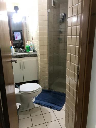 A bathroom at Apartamento vista mar no Rio Vermelho