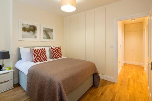 A bed or beds in a room at Hammersmith One