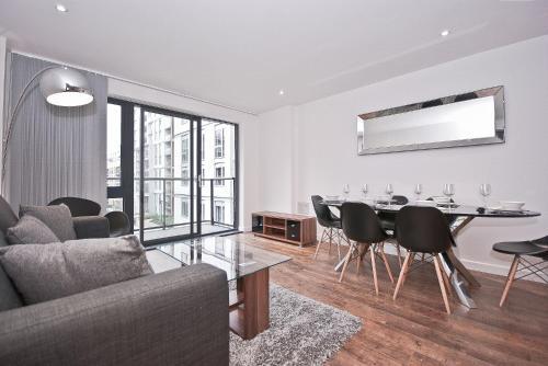 Ein Sitzbereich in der Unterkunft Linfield Apartments by Flexystays