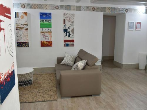 Ein Sitzbereich in der Unterkunft Mezzomar Luxury Qasba