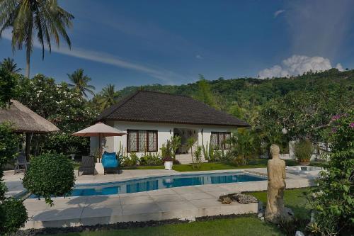 The swimming pool at or close to Villa Paradise
