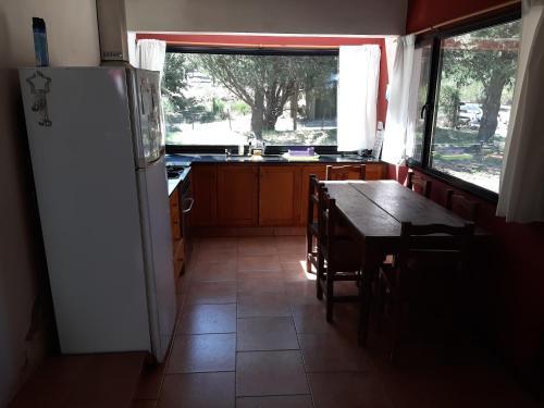 Una cocina o kitchenette en Cabaña Quela