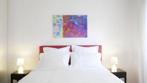 A bed or beds in a room at Appartement rue des Francs Bourgeois - Marais