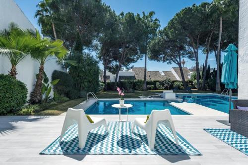 Het zwembad bij of vlak bij Villa Marina