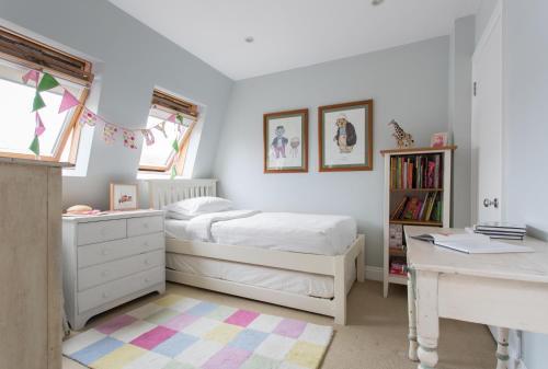 Un ou plusieurs lits dans un hébergement de l'établissement Winchendon Road by Onefinestay
