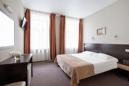 A bed or beds in a room at Nevsky Aster