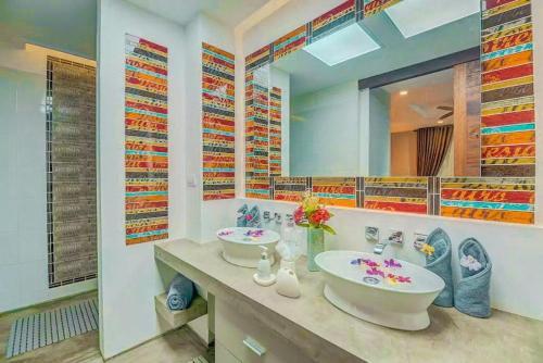 Salle de bains dans l'établissement Villa Asaliah