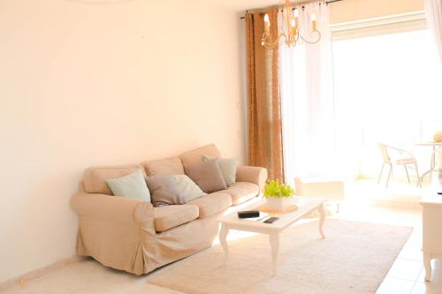 A seating area at Good Vibes Beach Apartment in front of the sea Ashdod