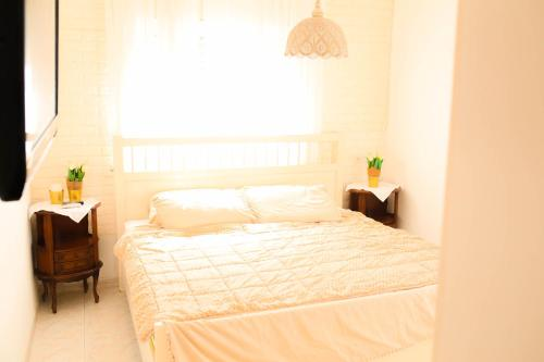 A bed or beds in a room at Good Vibes Beach Apartment in front of the sea Ashdod