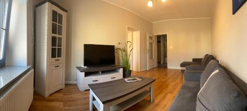 A television and/or entertainment centre at Apartament Aleksandra
