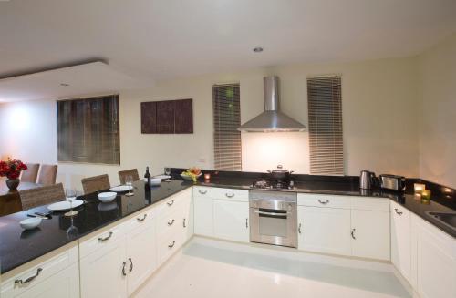 A kitchen or kitchenette at Amera Villas