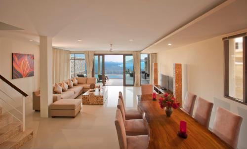 A seating area at Amera Villas