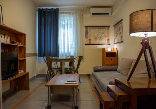 A seating area at Handcrafted Unique Flat, 200m From The Acropolis
