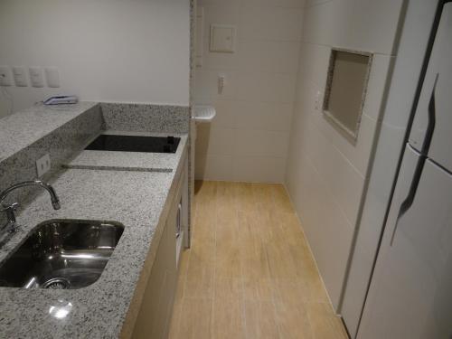 A kitchen or kitchenette at AP JUNTO AO SHOPPING BARRA SUL