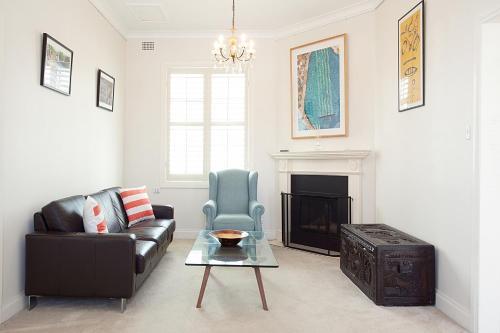 Ein Sitzbereich in der Unterkunft Beautiful Coastal Family-Sized Home