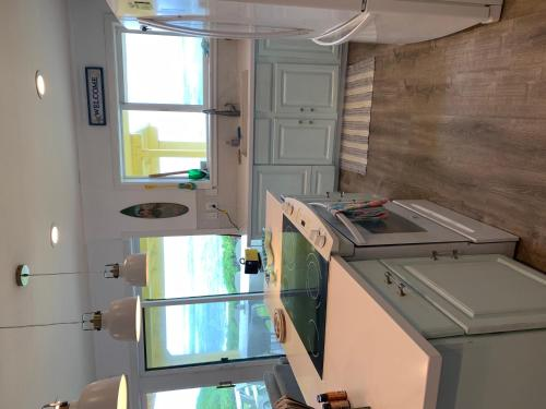 A kitchen or kitchenette at Coral Walk Cottages Yellow Special