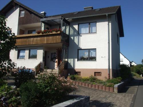 Charming Apartment in Daun near Lake