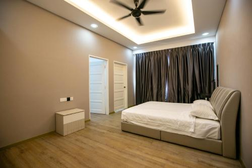 A bed or beds in a room at Atta Mansion