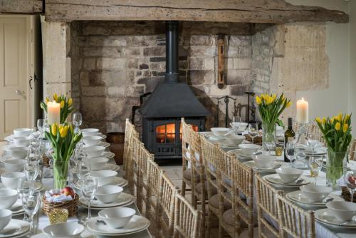 A restaurant or other place to eat at Brittons Farm and Cottages, Hot Tub and Gym