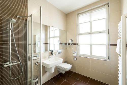 A bathroom at Aparthotel Am Schloss