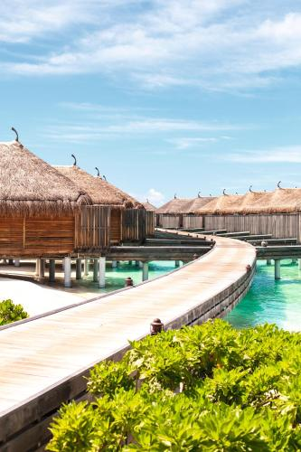The swimming pool at or near Constance Moofushi Maldives - All Inclusive