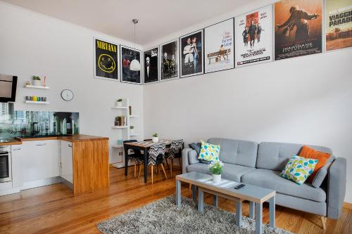 A seating area at Movie Apartment Jeżyce