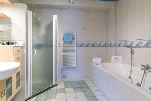 A bathroom at De Fladderak