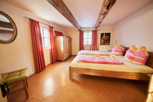 Ein Bett oder Betten in einem Zimmer der Unterkunft Hof Bergidyll
