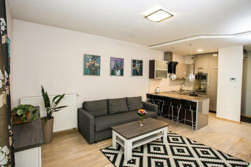 A seating area at Murano Apartaments
