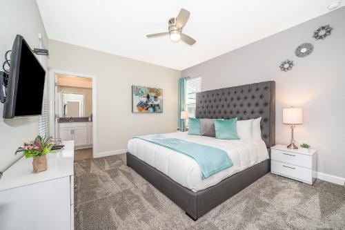 A bed or beds in a room at (JF2730) Storey Lake Home 5/5, Private Pool & Free Waterpark