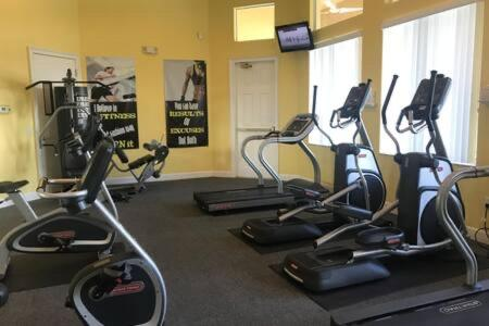 The fitness centre and/or fitness facilities at Townhome with hot tub and beautiful clubhouse