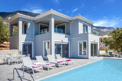 Trapezaki Villa Sleeps 6 with Pool Air Con and WiFi
